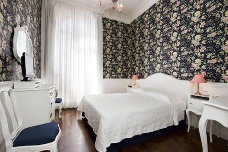 GHQ,Roma,Monti,Stanza Iulia. - Bed & Breakfast
