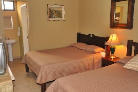 Hotel Casa de España - La Ceiba - Bed & Breakfast