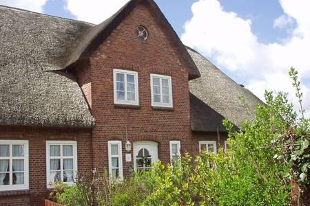 Wohnung im Reetdachhaus - Utersum