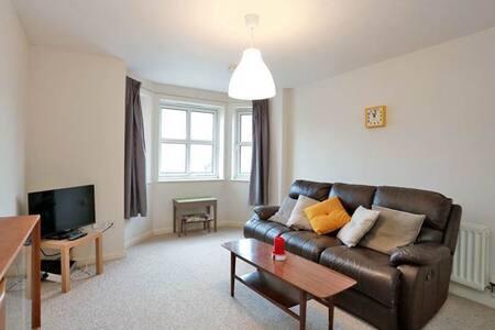 Spacious flat near Berryden and Rosemount - Aberdeen - Apartment