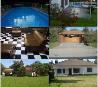 Hermosa casa quinta con arboleda, para disfrutar. - Paso del Rey - Casa