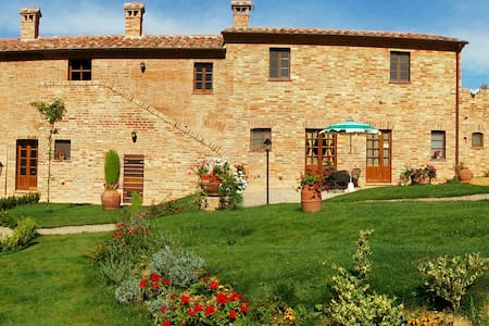 Apartments with Wi-Fi and Pool - Montepulciano
