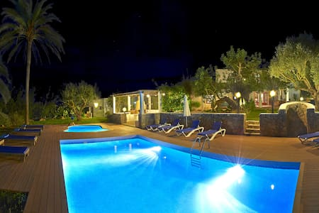 Beautiful villa in Ibiza with 2pool - Villa