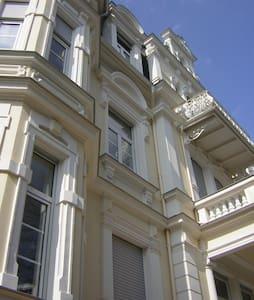 ruhige Gründerzeitwohnung nähe Park - Apartment