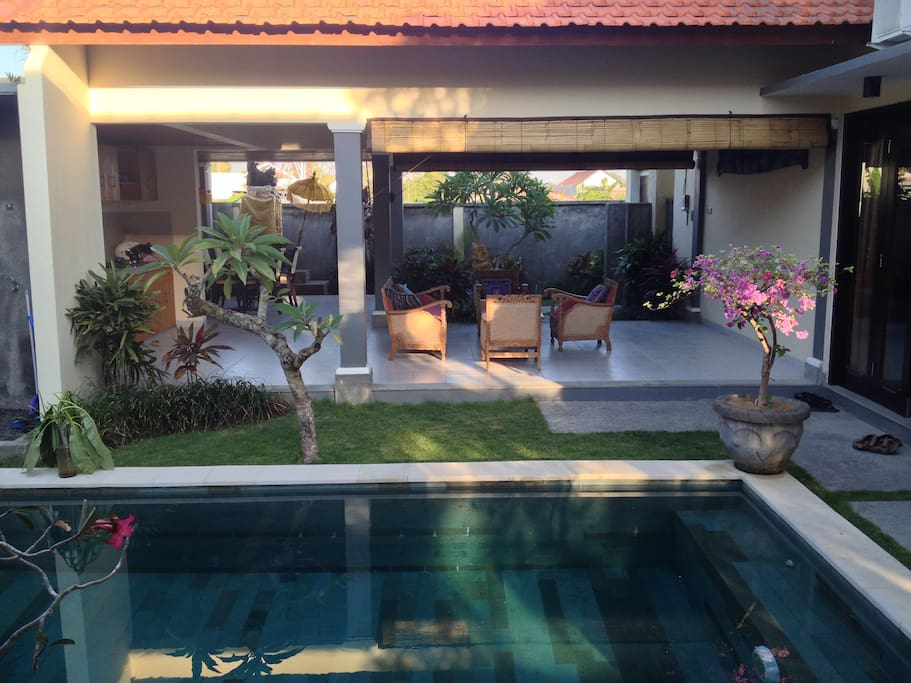 Enjoy and comfy Villa in prime location close to Echo Beach and Batu Bolong beach. Villa is garnished with gorgeous antique furniture, pool, lush and peaceful garden, fully equipped kitchen, LCD TV + Hard drive full of movies, Internet.