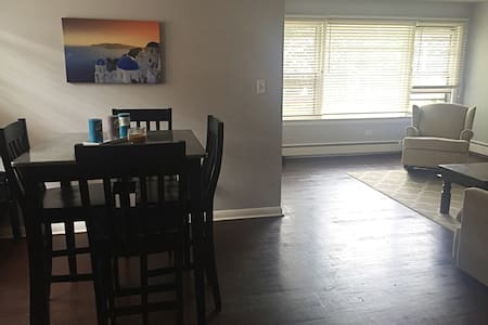 Great apartment, easy access to Downtown Chicago. - Berwyn - Lägenhet
