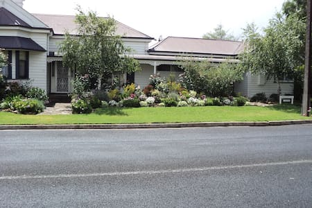 Cosy cottage 2 min walk town. Suit couple/singles - Penola - Bed & Breakfast