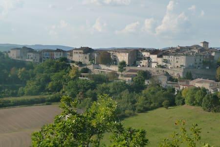 Studio renové dans village médiéval - Wohnung