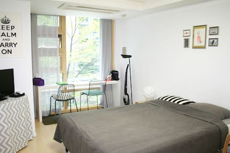 Make the most of your trip from the best location in Seoul!  Very central, safe, located at the modern building with 24-guard.   +Nine Owls 2 has just opened!  For more information,  https://www.airbnb.com/rooms/3843846