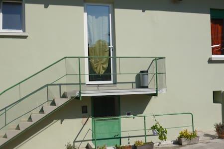 appartamento in villa d'epoca con parcheggio - Wohnung
