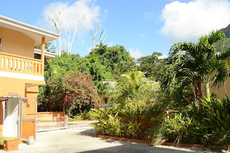 One Bedroom Apart - B.Vallon  Room3 - Beau Vallon