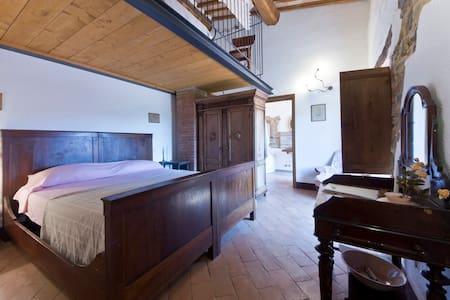 Camera dei Contadini - il Casalino - Pari - Bed & Breakfast