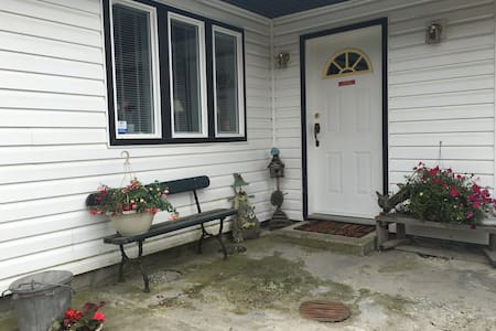 The Little Creek B&B and Bale - Salmon Arm - Bed & Breakfast