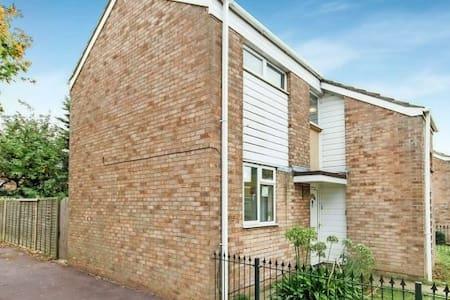 3DB house near sea and station. - Southend-on-Sea