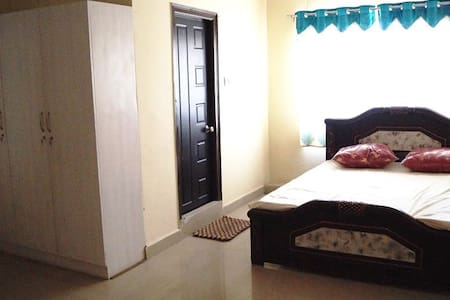 Stay For 3 Near Whitefields - Appartement