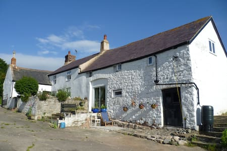 Old Welsh farmhouse peace and quiet - Maison