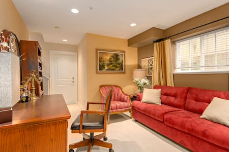 $0 Parking, Breakfast; Semi-Private on Its Own Flr - Townhouse