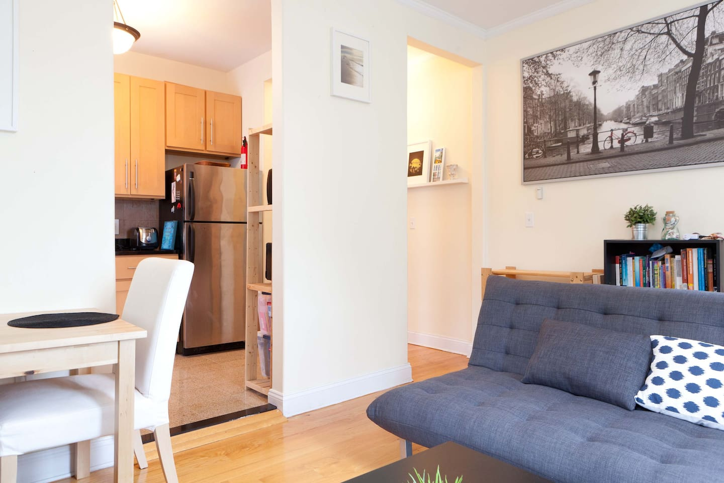Cozy 1 BR  Close to NYC Hi Ceilings