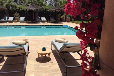 Chambre dans une magnifique villa - Bed & Breakfast