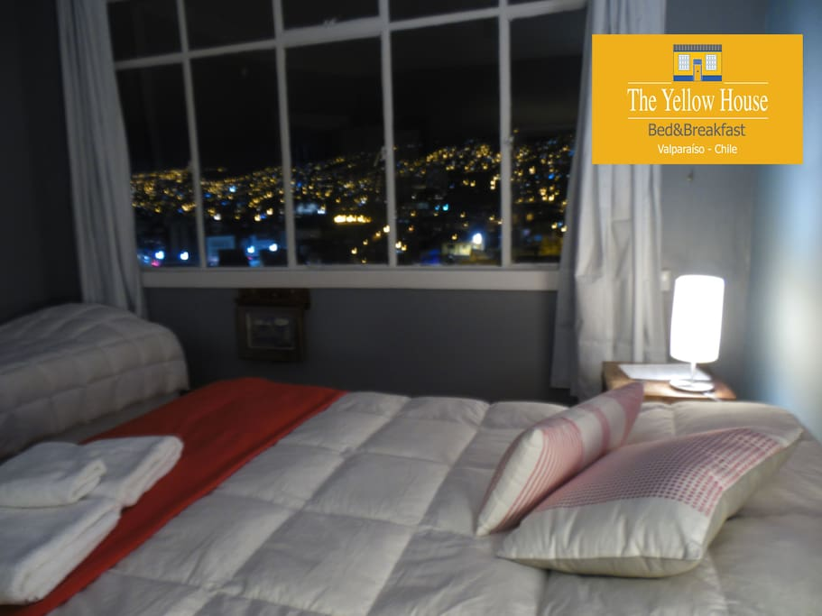"""""""Luces"""".   Family room.  Beautiful night view of Valparaiso"""