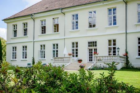 Flat in Mecklenburg Mansion - Whg 4 - Apartamento