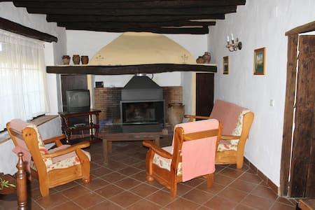 Casa 4 dor. con chimenea y jardin - House