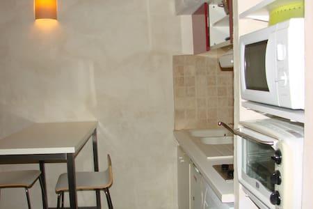 Studio tout équipé avec chambre en mezzanine - Castillon-du-Gard