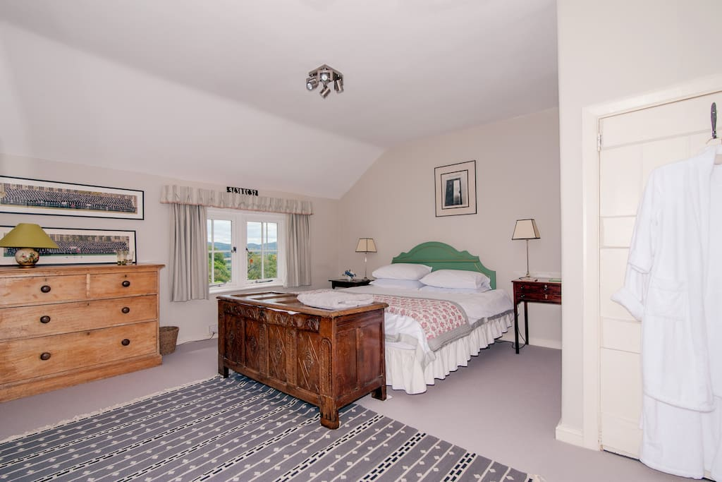 Great Super  King Sized bedroom with views of the hills and the garden