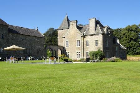 Château Ville Voisin Sleeps 14/15 max - Schloss