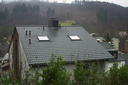 Dachgeschoss über zwei Ebenen - Daire