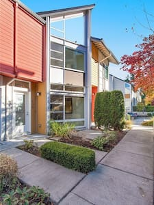 Modern townhouse, wit VR game experience! - Redmond
