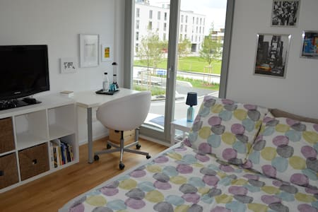 Comfortable room near exhibition centre and U2 - München
