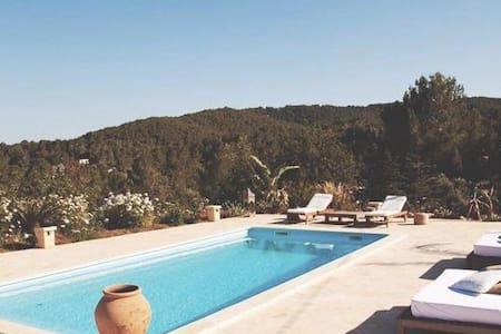 Private Suite(Pluma)in FincaSanLorenzoIbiza up to2 - Sant Joan de Labritja - Bed & Breakfast