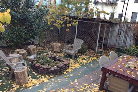 Cozy Room in Brooklyn w/ Backyard - Brooklyn