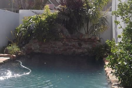 Self catering house in Kleinmond with a pool! - Hus