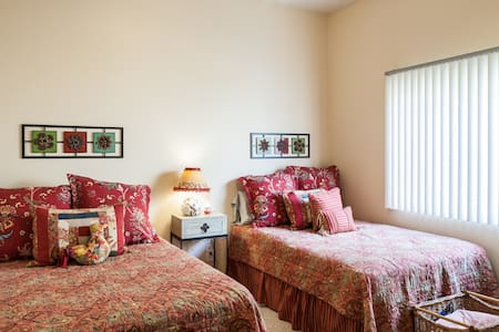 La Quinta Room-NO cleaning fee - Hus