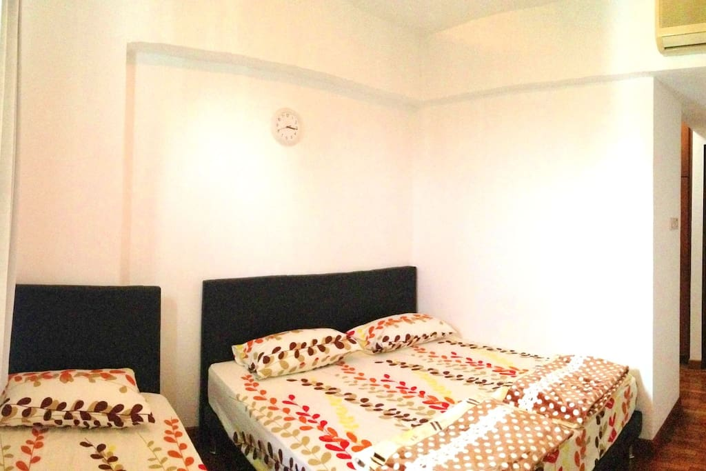 Master Room room with one double  bed and one single bed