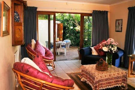 Apricot Hill Farm Cottages - Johannesburg