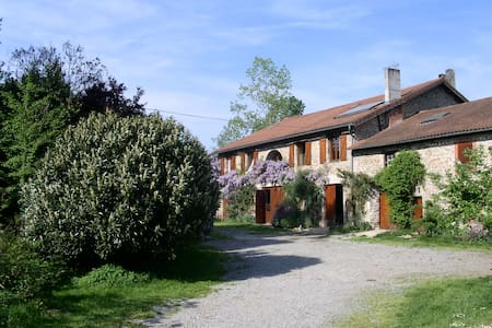 la ferme de leychoisier - Bonnac-la-Côte - Bed & Breakfast