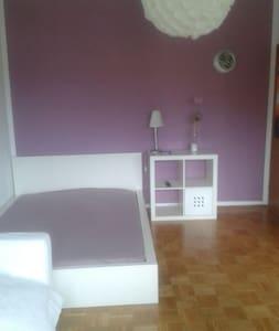 Helles Zimmer  - Haus