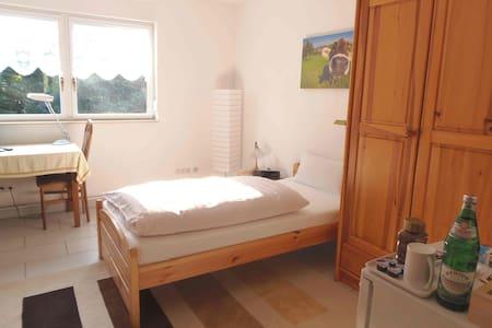 Private guest room in Dinslaken Hünxe Bottrop - Casa