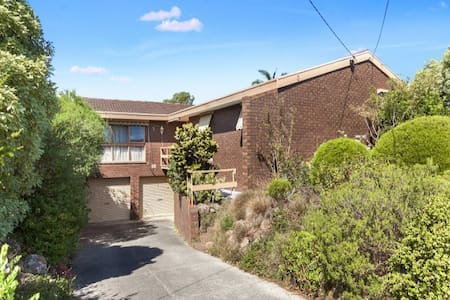 B Deakin, Burwood Highway, Glen Waverley, Box Hill - Vermont South