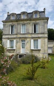 A 10 Minutes de Saint Emilion - Saint-Michel-de-Fronsac - Rumah