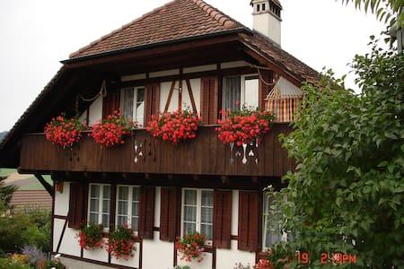 Zimmer mit Balkon im Emmental  - Bed & Breakfast