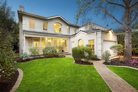 Spacious and elegant family home positioned in the leafy suburb of Kew amidst the array of Camberwell's finest cafes, restaurants, shops and Sunday markets. 3 mins walk to '72 tram 1.2 kms to Camberwell Train Station Approx. 9 kms from Melbourne CBD
