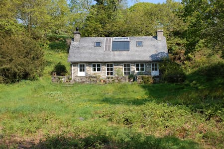 Secluded cottage set in 30 acres - House