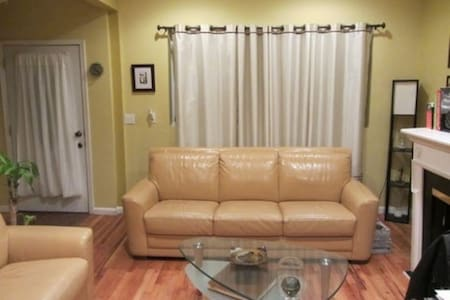 *Nice Bed in Big House Close to NYC - Jersey City - House