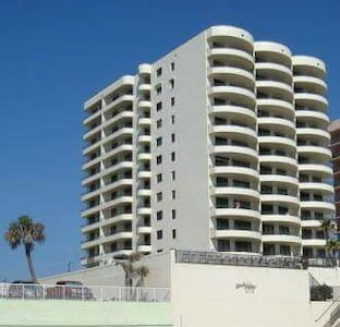 OCEANFRONT DAYTONA BEACH, FALL SPECIALS ! 3 HDTV'S - Condominium