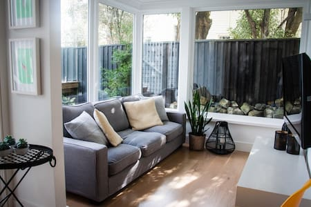 Light and airy accommodation near Eden Park - Auckland