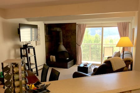 2BR Mountain Getaway with Gorgeous View - Silverthorne - Condominium